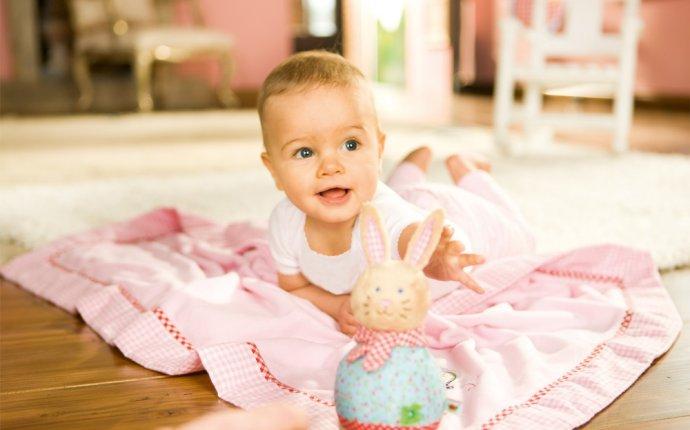 Развитие ребенка в 5 месяцев при помощи упражнений — Pupsik-Love.ru